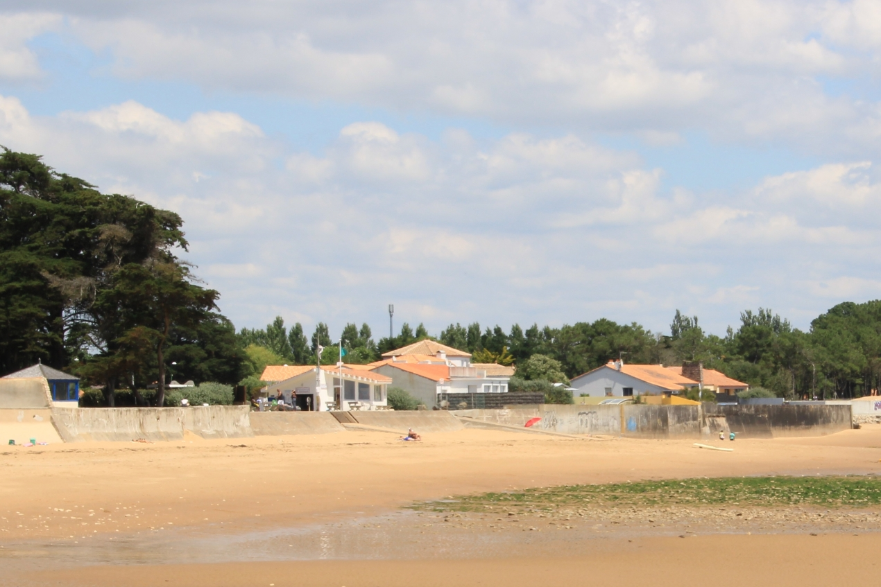 Photo d'artificialisation du trait de côte sur la plage du Bouil (commune de Saint-Vincent-sur-Jard, Vendée).